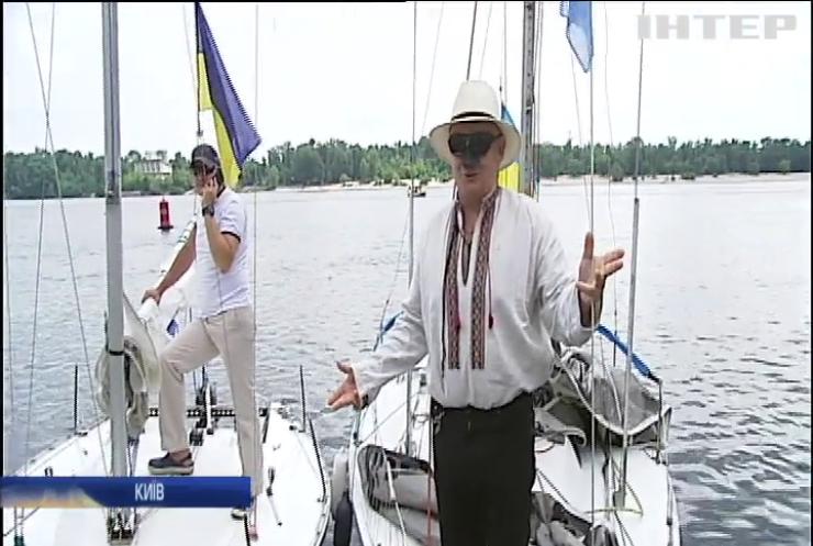 У Києві шанувальники вітрильного спорту влаштували регату