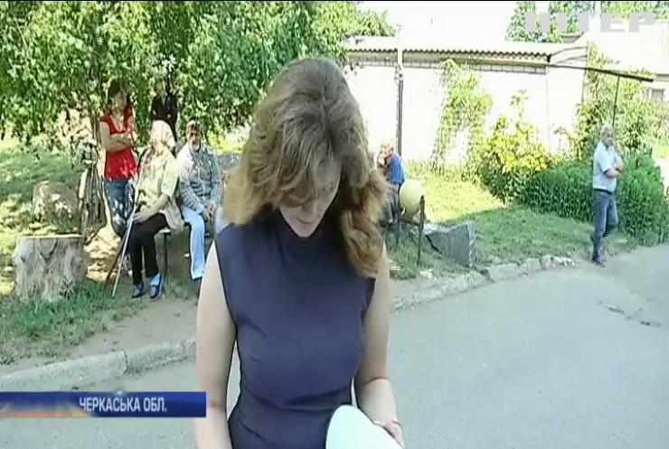 """На Черкащині від комунальних мереж """"відрізали"""" житлову багатоповерхівку"""