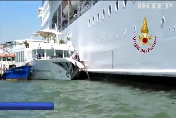 У Венеції круїзний лайнер врізався у теплохід