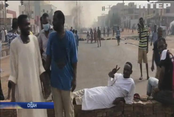 У Судані розігнали протестуючих вогнем