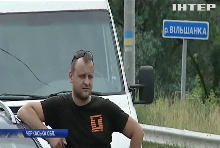 Суцільне бездоріжжя: жителі Черкащини на знак протесту перекрили трасу державного значення