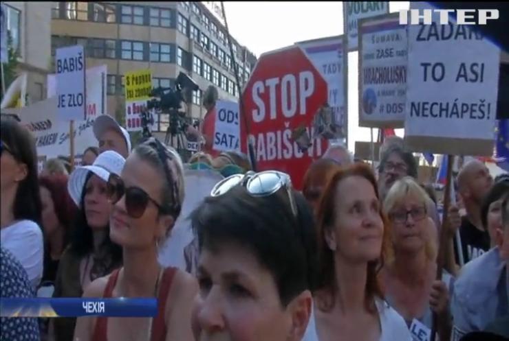Корупційний скандал в уряді вивів на вулиці Праги тисячі людей