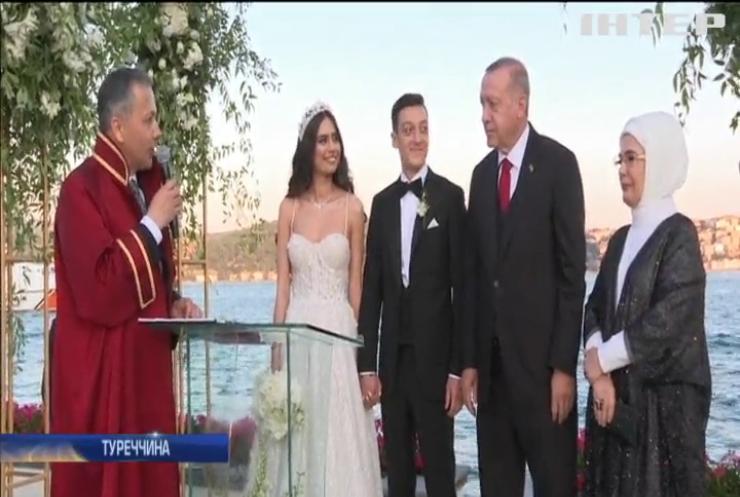 На рушник зі скандалом: президент Туреччини Реджеп Ердоган став свідком на весіллі відомого футболіста
