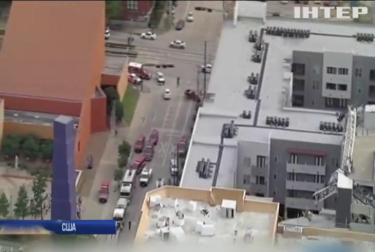 У штаті Техас будівельний кран упав на багатоквартирний будинок