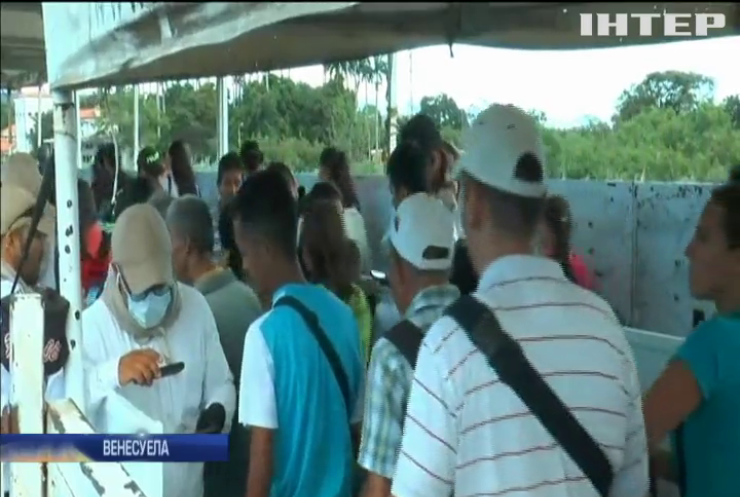 Відкриття кордону з Колумбією: тисячі венесуельців  стоять у чергах