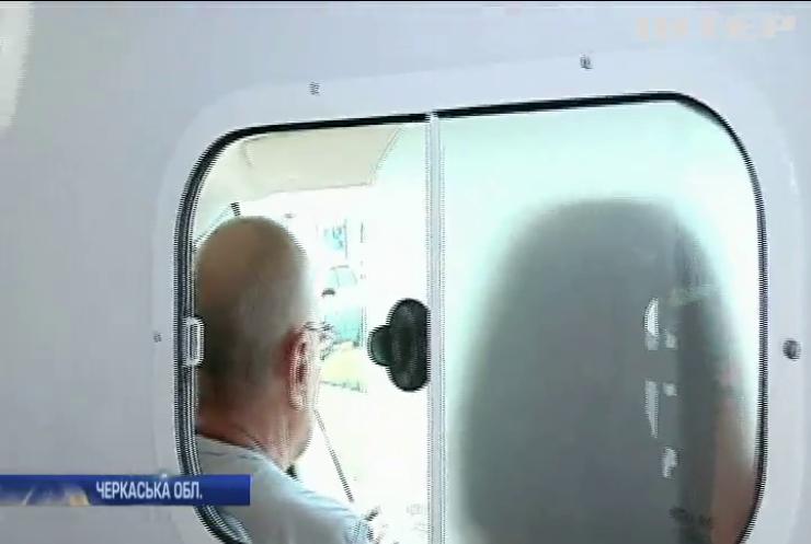"""На Черкащині пацієнт покалічив водія """"швидкої"""""""