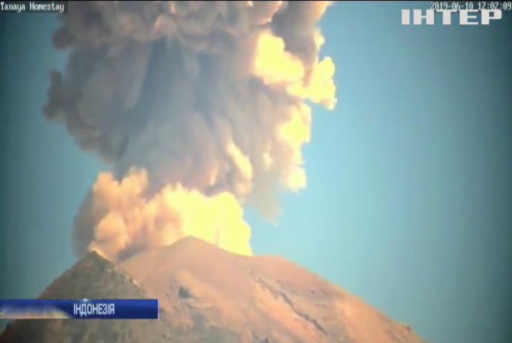 В Інодонезії прокинувся вулкан Синабунг