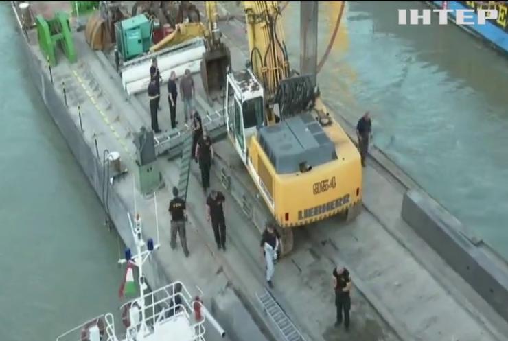 У Будапешті триває операція з підняття затонулого човна