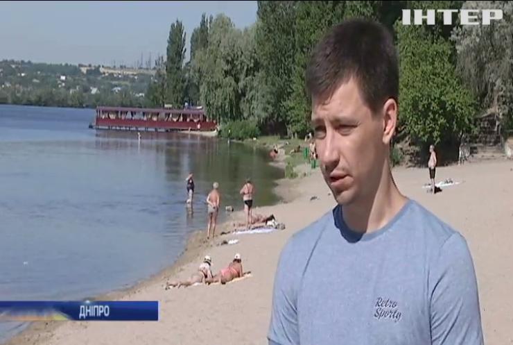 Через прорив каналізаційного колектора у Дніпрі закрили міський пляж