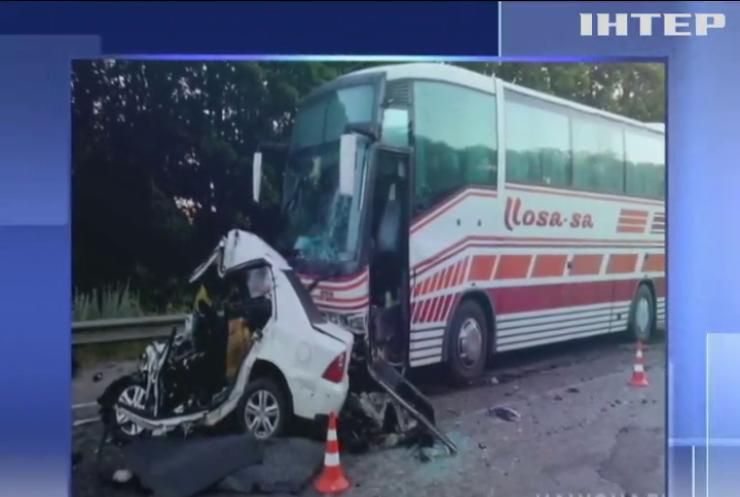 На Харківщині водій легковика загинув внаслідок зіткнення з автобусом