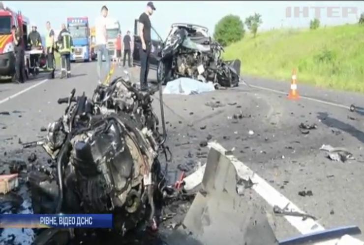 """ДТП на трасі """"Київ - Чоп"""": у Рівному розслідують обставини смертельної аварії"""