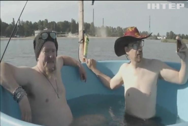 Відчайдухи перепливли Фінську затоку на джакузі