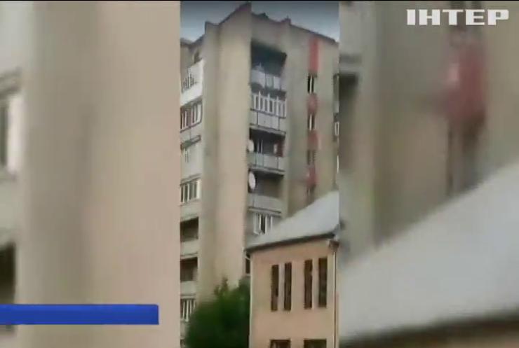 У Молдові обвалилася багатоповерхівка (відео)