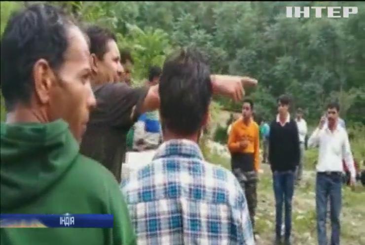 В Індії автобус упав в ущелину