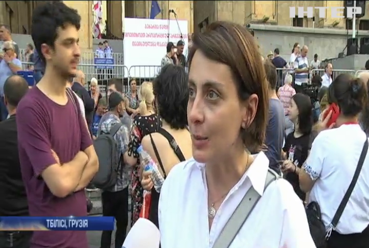 Протести у Грузії: люди вимагають відставки міністра внутрішніх справ країни