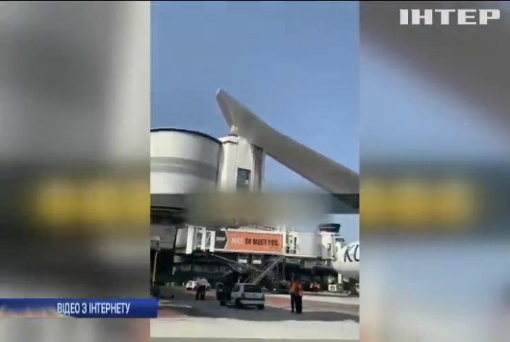 У Франції літак врізався в будівлю аеропорту