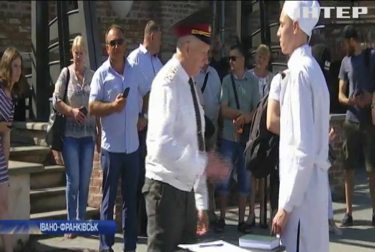 Випускники Івано-Франківського медуніверситету стали військовими медиками