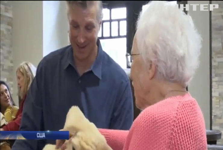У каліфорнійському притулку пацієнтів розважає робот-цуцик