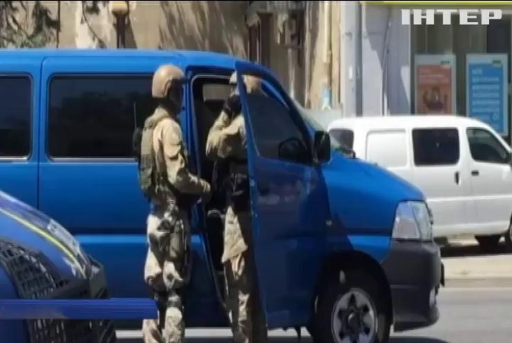 Поліція зі штурмом звільнила двох заручниць в Одесі