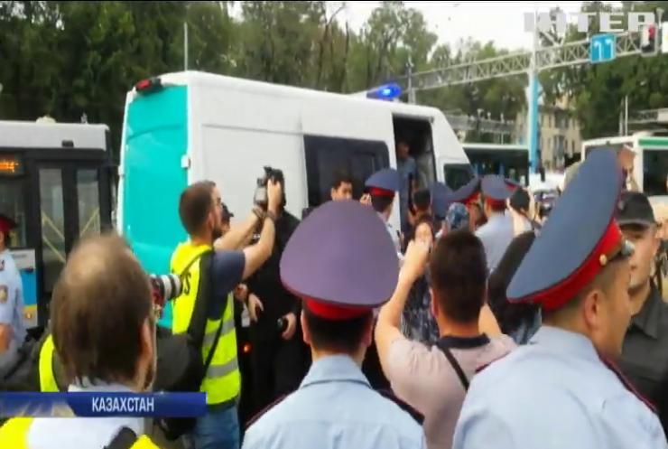 У Казахстані влаштували облави на учасників антиурядових протестів