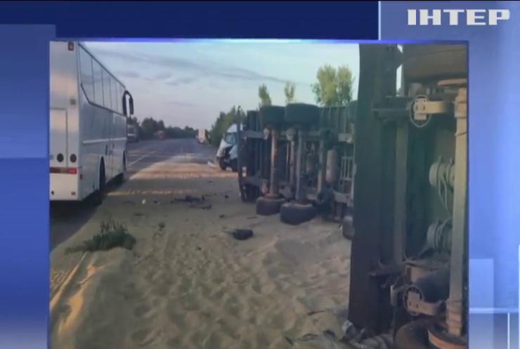 На трасі Київ-Одеса зіткнулися дві вантажівки