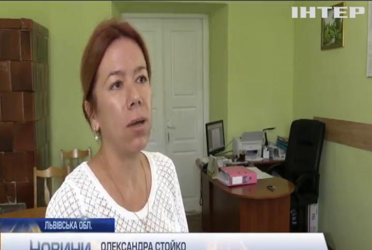 Жителі Львівщини змушені самотужки боротися з отруйною рослиною