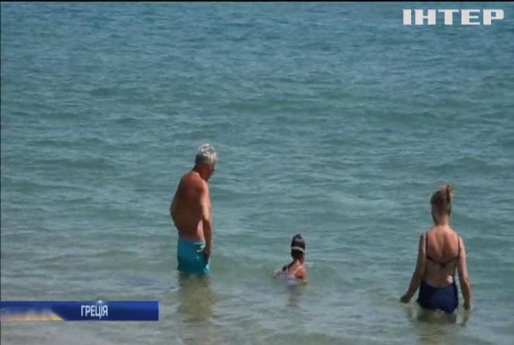 Смертельний шторм у Греції: туристи повертаються на пляжі