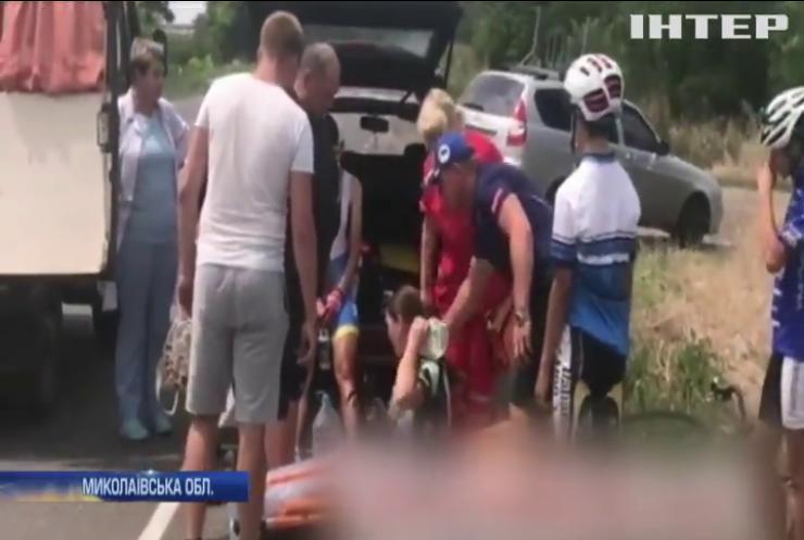 Під Миколаєвом автівка збила дітей на велосипедах
