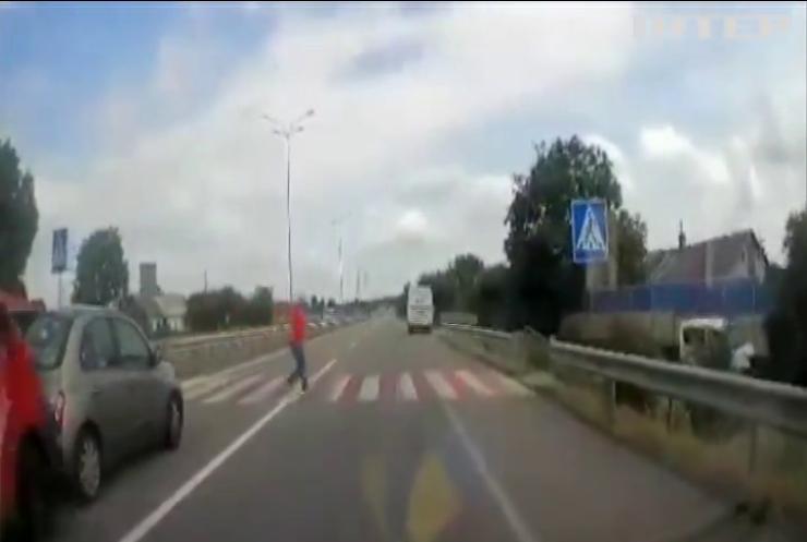 На трасі Київ-Чоп сталася масштабна аварія