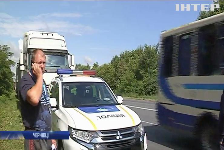 Протест у Чернівцях: мешканці блокували рух вантажівок