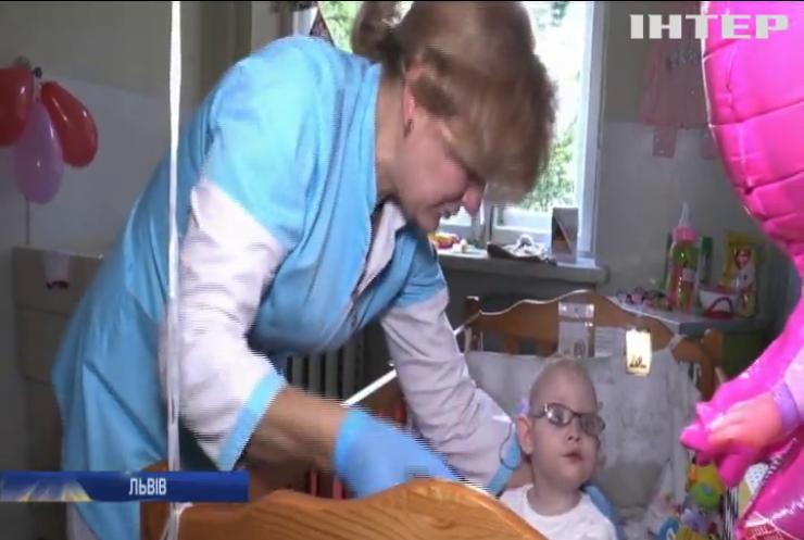 Львівські медики вперше в Україні виходили рекордно недоношене немовля