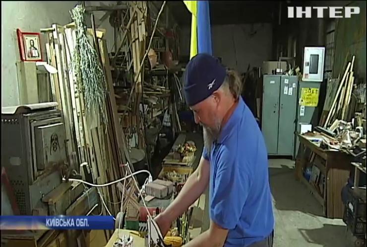 У Вишгороді чоловік створює скульптури з будівельного сміття