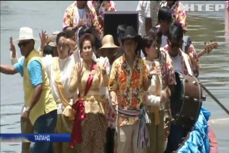 У Тайланді відбувся яскравий фестиваль на воді