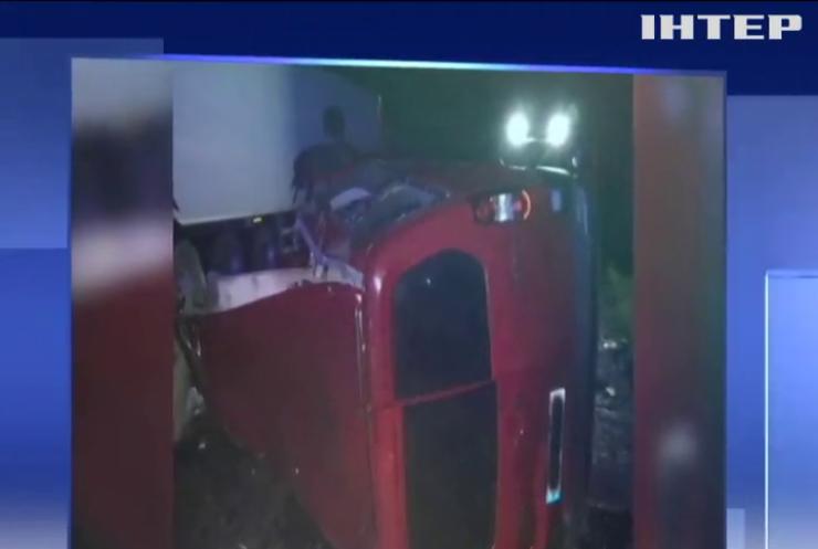 На Миколаївщині легковик врізався в автобус: загинули діти