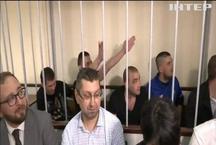 Російський суд продовжив арешт українським морякам