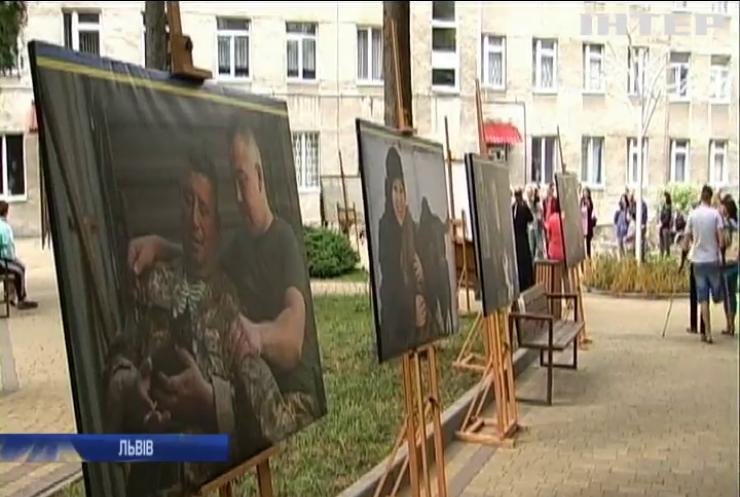 У Львові присвятили виставку військовим та їхнім чотирилапим побратимам
