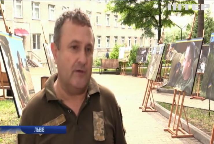 У Львові відкрили фотовиставку військових з їхніми чотирилапими друзями