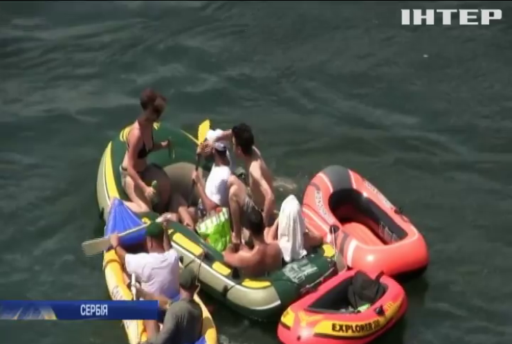 У Сербії влаштували регату для гумових човнів