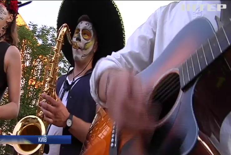 Santa Muerte: у Києві відбувся мексиканський нічний карнавал