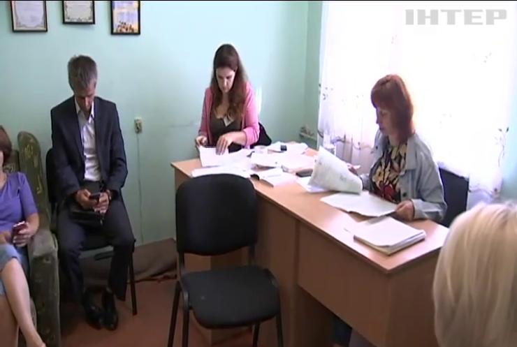 Чому на Житомирщині у 64 окрузі не визнають перемогу кандидата-самовисуванця Володимира Арешонкова?