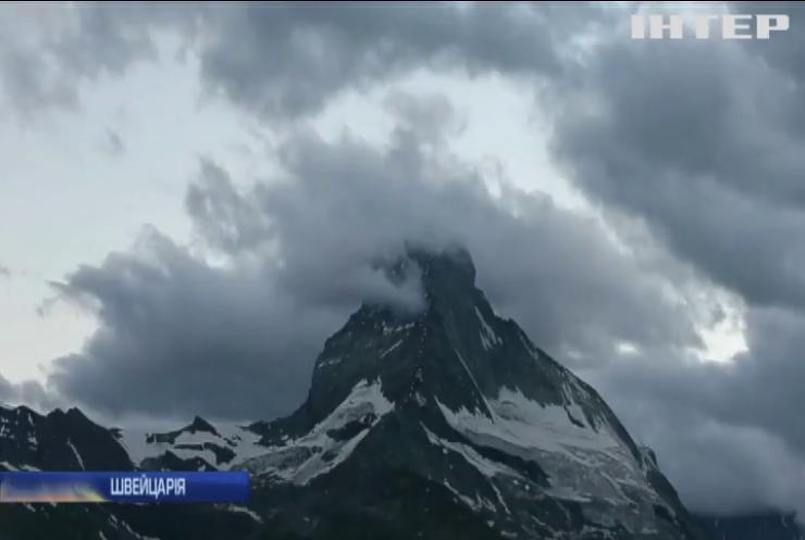 У швейцарських Альпах двоє альпіністів зірвалися у прірву