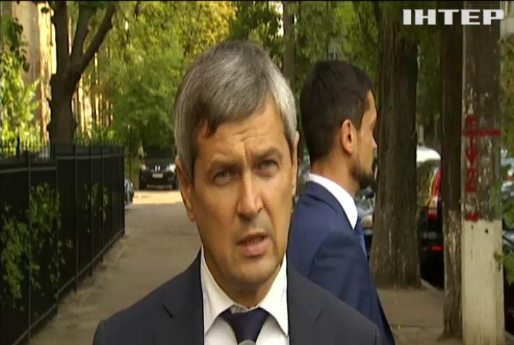 """Директор офшорів Порошенка на очній ставці підтвердив неодноразове відвідування офісу """"Енергомережі"""" Крючкова"""