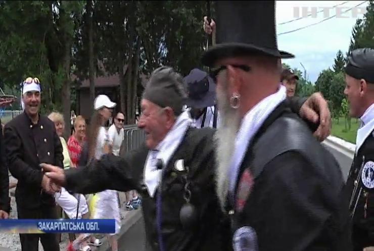 На Закарпатті грандіозним парадом вшанували 70-річний ювілей сажотруса Берті Бачі