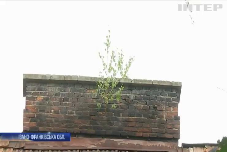 В Івано-Франківську розвалюється житловий будинок