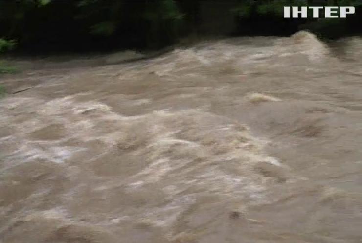 На Закарпатті через сильні зливи підвищиться рівень води в річках