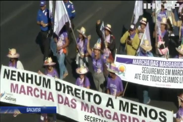 """""""Ні - насильству"""": у Бразилії пройшов масштабний жіночий протест"""