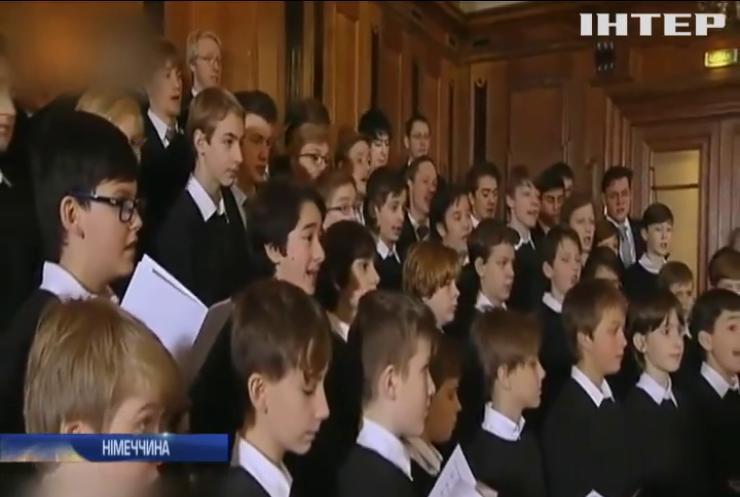 Дев'ятирічна дівчинка судиться з хором хлопчиків