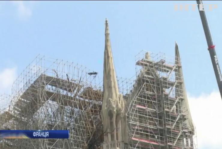Аномальна спека: у Соборі Паризької Богоматері руйнуються кам'яні склепіння
