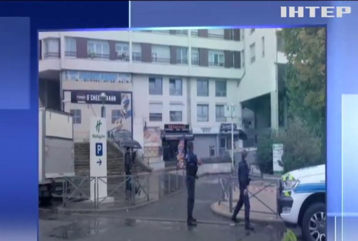 Вбивство через бутерброд: у передмісті Парижа чоловік застрелив офіціанта
