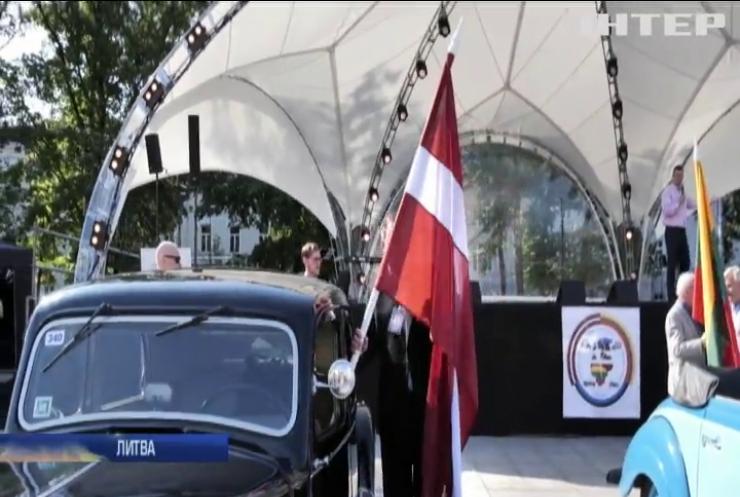 """""""Балтійський шлях"""": Литва, Латвія та Естонія вшанували пам'ять жертв тоталітарного режиму"""
